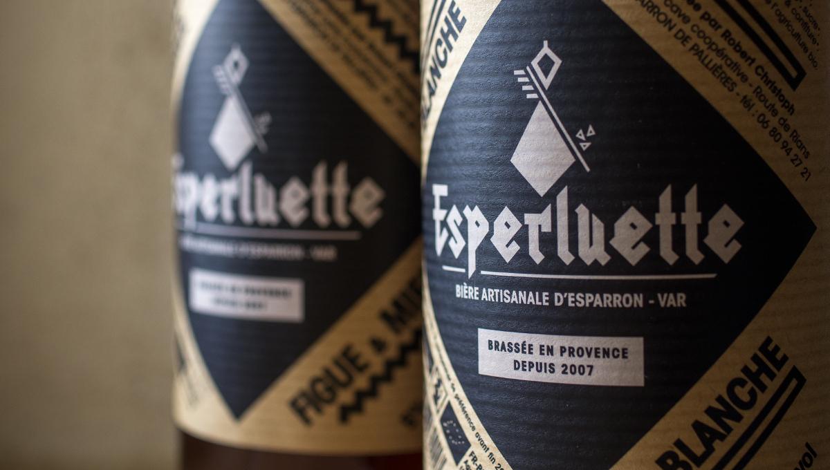 Les bouteilles d'Esperluette conditionnée pour la vente.