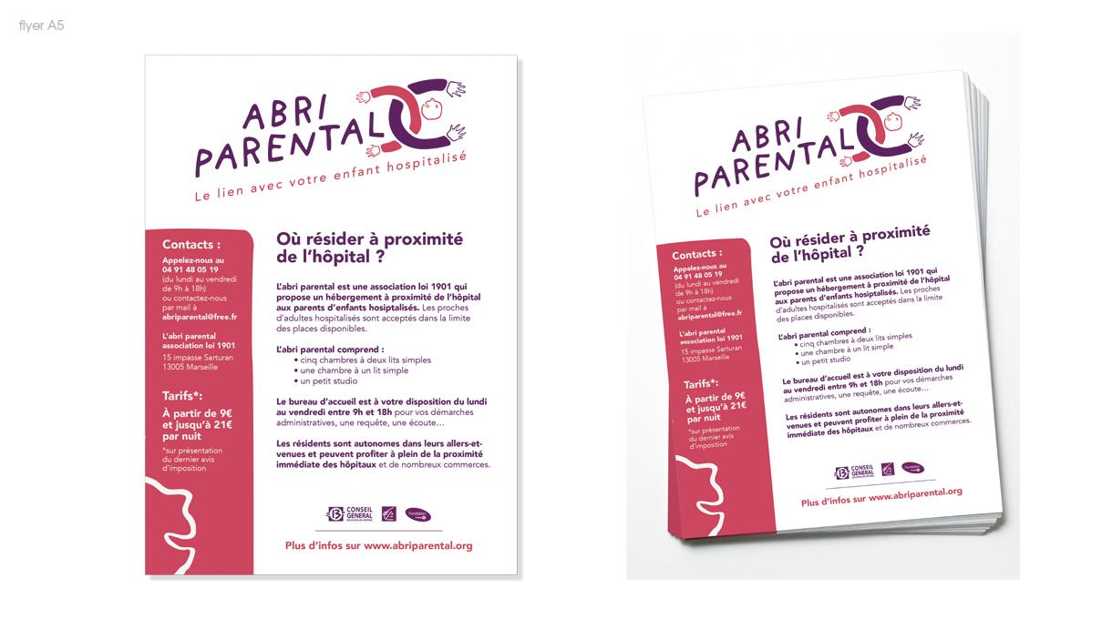 Les flyers de l'association, prêts pour la distribution